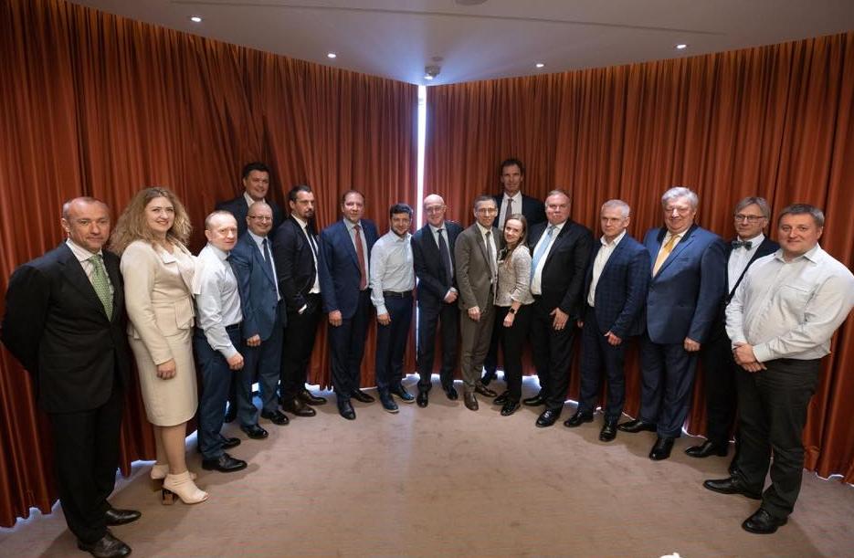 Зеленський зустрівся з керівниками провідних іноземних банків